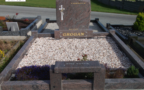 Gavins Memorials, Ballyhaunis, Co Mayo, Ireland.  Paradiso N1 with Kneeler Seat - GM 021